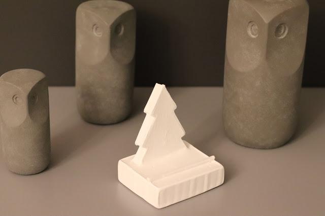 Soporte Móvil de Cemento en Forma de Abeto