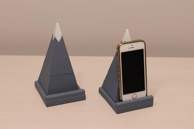 Soporte Móvil Pirámide con Teléfono