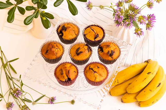 Receta de Muffins de Plátano, Chocolate y Arándanos