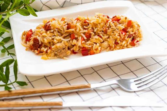 arroz con verduras y atun preparado