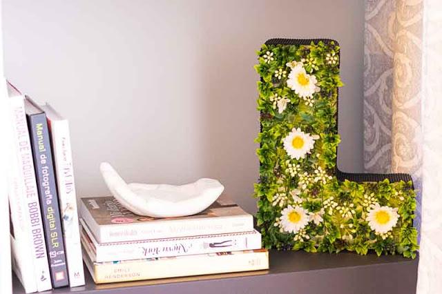 Decoración Floral en Forma de Letra