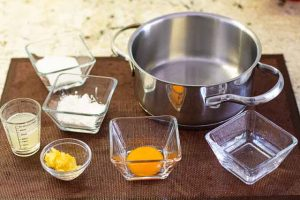mezclar ingredientes crema para cheesecake de limon
