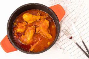 Pollo con Salsa de Tomate y Especias