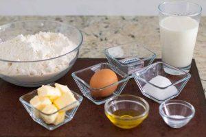preparar ingredientes para masa de empanada con col