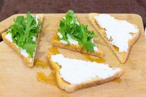 tostadas ricotta rucula anadir queso