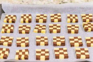 hornear las galletas ajedrez con harina de almendra