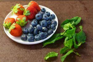 lavar y secar frutas para pavlova