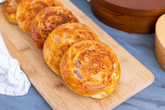 panecillos de queso y cebolla preparados