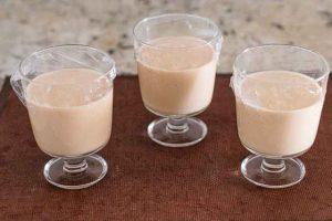 poner mousse de yogur en copas y dejar enfriarse