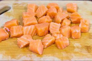 preparar salmon para pasta con esparragos