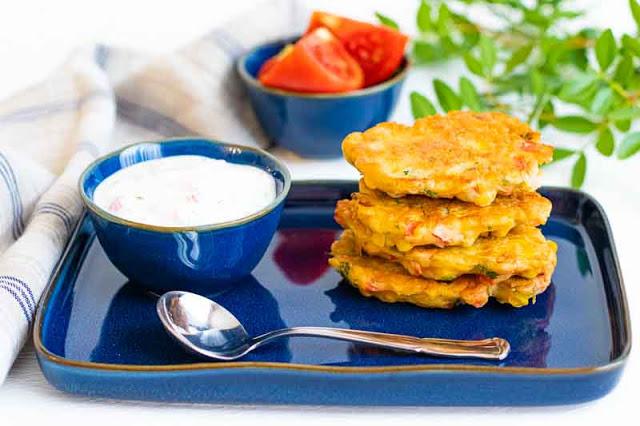 tortitas de maiz con salsa de yogur