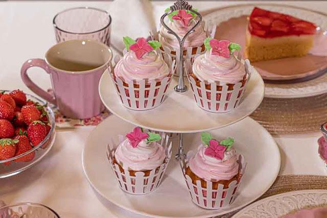 brunch de color rosa cupcakes
