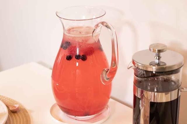 brunch de color rosa limonada