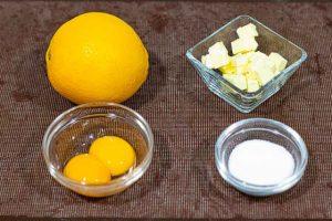 Para preparar el curd de naranja, hacer la ralladura y el zumo de naranja.