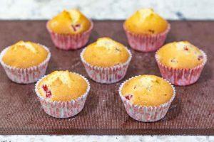 hornear cupcakes de limon y frambuesa