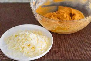 poner queso rallado para rulo