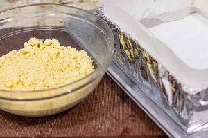 presionar masa de pastelitos de limon y naranja