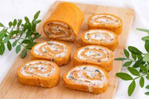 rulo de queso con hierbas aromaticas
