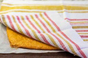 sacar masa del rulo de queso del horno