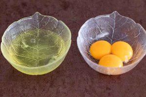 separar claras y yemas para rulo de queso