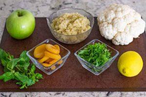 tabule de quinoa y coliflor preparar ingredientes