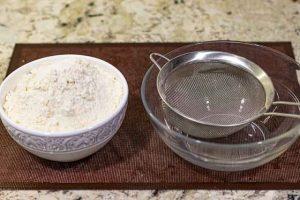 tamizar harina para bollos con albaricoque