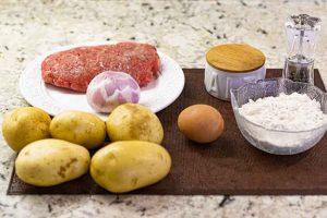 bollos de patata con carne preparar ingredientes