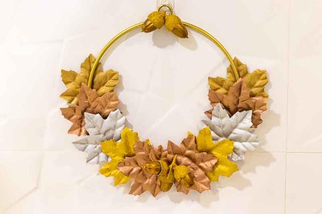 decoracion con hojas de otono 2020 colgada
