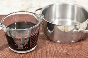 poner vino en cazo y calentar