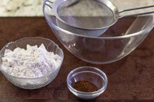 brownies de chocolate tamizar harina