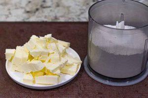 conos de hojaldre con merengue picar mantequilla