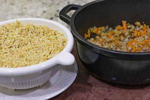 paella agregar trigo y mezclar