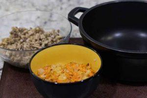 paella con trigo mezclar zanahoria cebolla y champinones