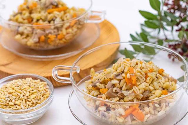 paella de trigo tierno y champinones preparada