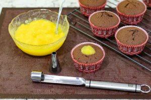 agregar relleno de naranja a cupcakes de chocolate