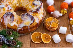 cinnamon roll con naranja
