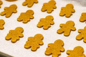 recortar galletas de caramelo y especias