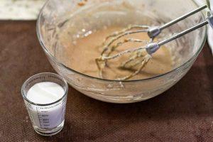 agregar kefir a mezcla para pastelitos con mousse