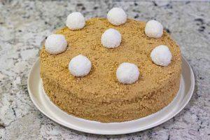 decorar pastel ruso de miel y caramelo
