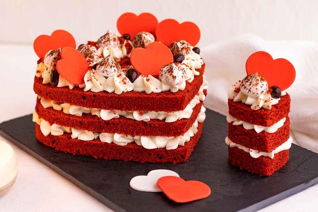 pastel de terciopelo rojo preparado