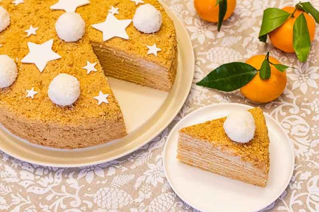 pastel ruso con miel y caramelo preparado