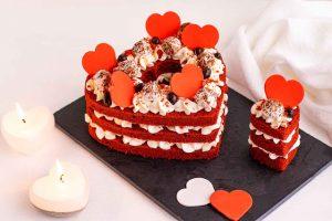pastel terciopelo rojo en forma de corazon