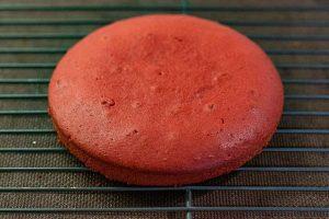 pastelitos con mousse de frutos rojos enfriar masa