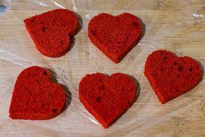 pastelitos con mousse de frutos rojos recortar forma