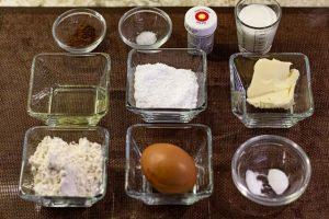 preparar ingredientes para bizcocho de pastelitos con mousse