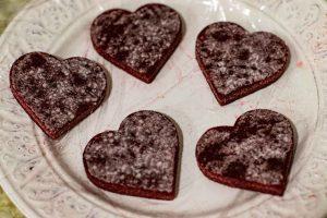 recortar gelatina para pastelitos con mousse de frutos rojos