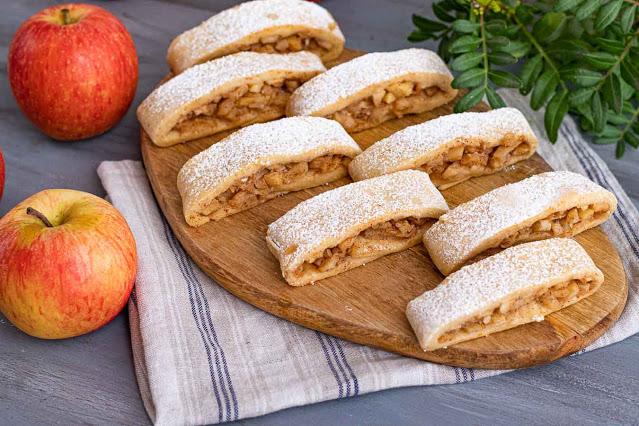 galletas rellenas de manzana y almendras preparadas