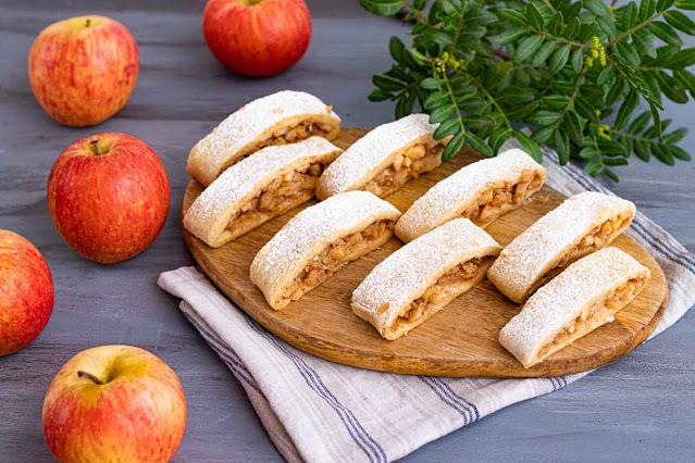 galletas rellenas de manzana y almendras