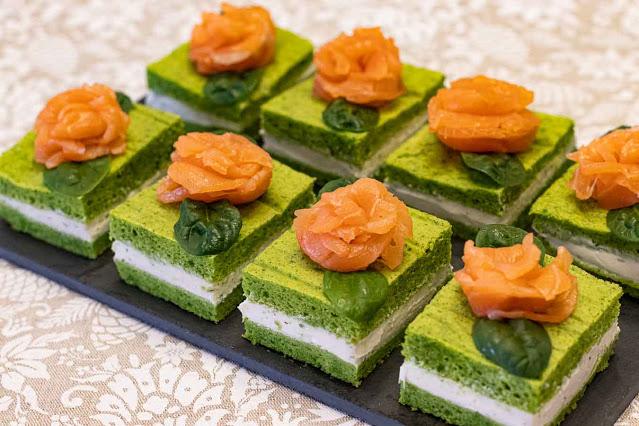 pastelitos salados con espinacas y salmon