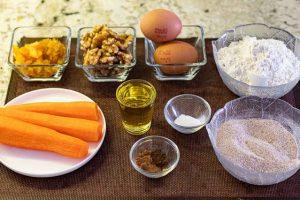 preparar ingredientes para muffins de zanahoria con naranja